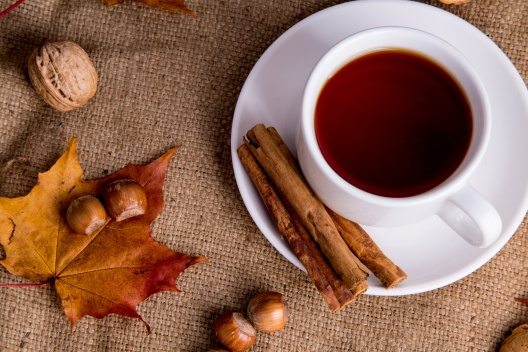 tea-and-autumn-decorations-1471888027z2w